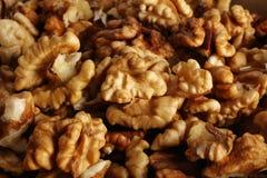 Plusieurs de noix sur la table Photos libres de droits