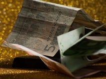 Plusieurs factures dans une pile Images stock