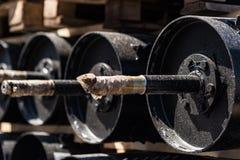 Plusieurs grandes foreuses noires industrielles à l'usine images stock