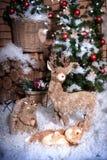 Plusieurs jouets de Noël dans la neige Images libres de droits