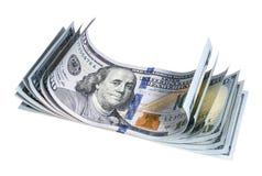 Plusieurs ont tordu cent billets de banque du dollar sur le fond blanc Photo stock