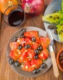 Plusieurs plats de salade, tomate, olives Photos libres de droits
