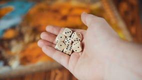 Plusieurs roulement découpe l'automne sur un Tableau avec Boardgame banque de vidéos