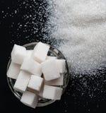 Plusieurs types du sucre blanc, du sucre raffiné et de sucre granulé image stock