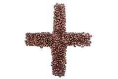 Pluszeichen von Kaffeebohnen, lokalisiert auf weißem Hintergrund Stockfotografie