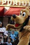 Pluto χοροί σε Disneyland στοκ φωτογραφία