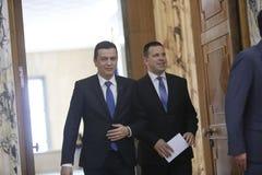 PM Sorin Grindeanu - PM Juri Ratas Foto de Stock
