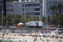 PMERJ aumenta la sorveglianza in spiagge di Rio con il camion del monitoraggio Fotografia Stock