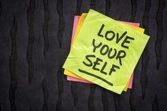 Påminnelse eller rådgivning för förälskelse själv Arkivfoto