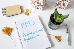 PMS σύνδρομο που γράφεται προεμμηνορροϊκό στο σημειωματάριο Στοκ Εικόνα