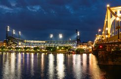 PNC-Park Pittsburgh, Pennsylvania bij Nacht Royalty-vrije Stock Foto
