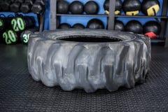 Pneu de borracha no gym Fotografia de Stock Royalty Free