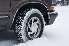 Pneu de véhicule dans la neige Photo libre de droits