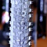 Pneu sans chambre - une partie de vélo de montagne images libres de droits