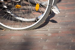 Pneumático liso da bicicleta na cidade Imagem de Stock Royalty Free