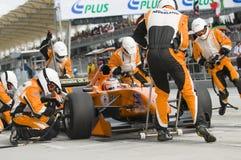 Pneumáticos em mudança dos Países Baixos da equipe A1 no pitstop Fotos de Stock Royalty Free