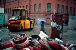 Pneumatici, costipatore ed ombrello Immagini Stock Libere da Diritti