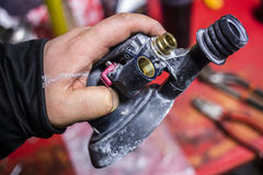 Pneumatische dichte omhooggaand van de schuurmachinemachine in reparatiepost Royalty-vrije Stock Afbeelding