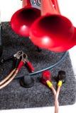 Pneumatiskt horn med röda tonsignaler royaltyfri fotografi
