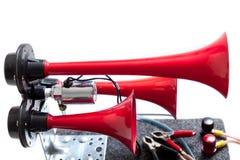Pneumatiskt horn med röda tonsignaler arkivbilder