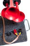 Pneumatiskt horn med röda tonsignaler fotografering för bildbyråer