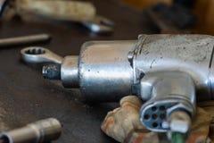 Pneumatiskt vapen för inverkanskiftnyckel royaltyfria foton