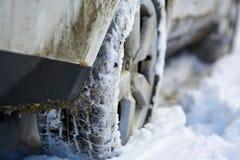 pneus 4x4 dans la neige Image stock