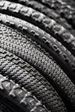 Pneus de bicyclette de différents protecteurs Photo stock