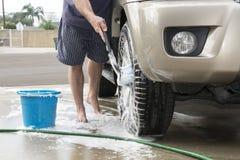 Pneus de carro de lavagem Fotos de Stock