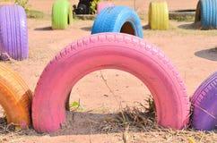 Pneus de couleur pour l'exercice d'enfants Photo stock