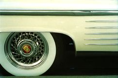 Pneus de pneu à flanc blanc de Cadillac 1958 Coup De Ville Photo libre de droits