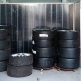 Pneus et roues de course du Formule 1 1 Photographie stock