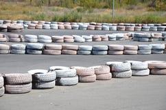 Pneus sur l'autodrome Image stock