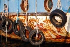 Pneus sur le bateau Image stock