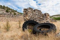 Pneus velhos abandonados Imagem de Stock
