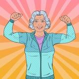 PNF Art Smiling Senior Mature Woman que mostra os músculos Estilo de vida saudável Avó forte feliz Fotos de Stock Royalty Free