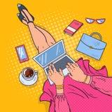 PNF Art Young Woman com portátil Trabalho em casa Imagens de Stock Royalty Free
