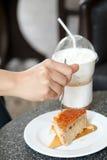 Pnha manteiga o café do bolo e de gelo do capuchino Foto de Stock Royalty Free