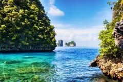 Pnorama przy Ko Phi Phi Zawietrzną wyspą - Tajlandia zdjęcia royalty free