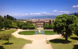 Pnoramic sikt i Boboli trädgårdar i Florence royaltyfri bild