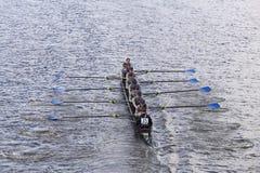 PNRA绸缎商划船在查尔斯赛船会妇女的青年时期Eights头赛跑  库存照片