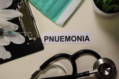 Pnuemonia mit Inspiration und Gesundheitswesen/medizinischem Konzept auf Schreibtischhintergrund stockfotos