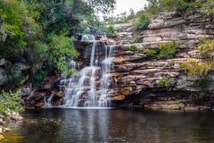 Poço gör den Diabo vattenfallet i den Mucugezinho floden - Chapada Diamantina, Bahia, Brasilien Arkivfoton