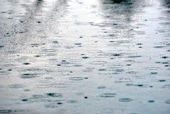 Poça da chuva fotos de stock