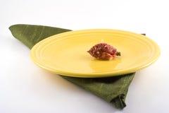 Poço da nectarina na placa amarela. Fotografia de Stock