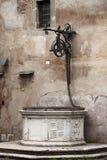 Poço de água medieval fotografia de stock