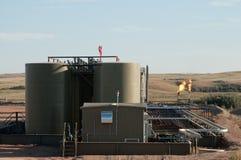 Poço de petróleo no trabalho fotografia de stock royalty free