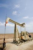 Poço de petróleo ou Pumpjack fotos de stock royalty free