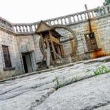 Poço do castelo de Pidhirtsi Opinião da jarda do castelo Fotografia de Stock