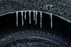 Poço e pneu congelados de roda Imagens de Stock Royalty Free